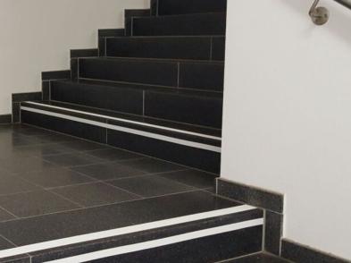 Stufen und Treppenmarkierungen